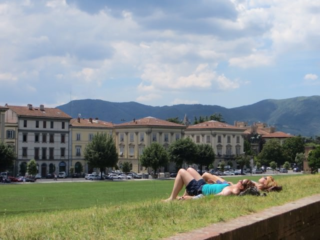 One Day in Lucca - Relaxing
