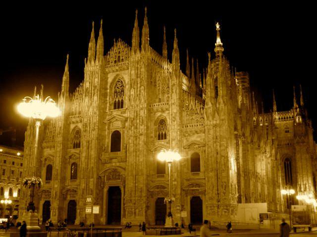 Traveling in Milan Indiana Jo