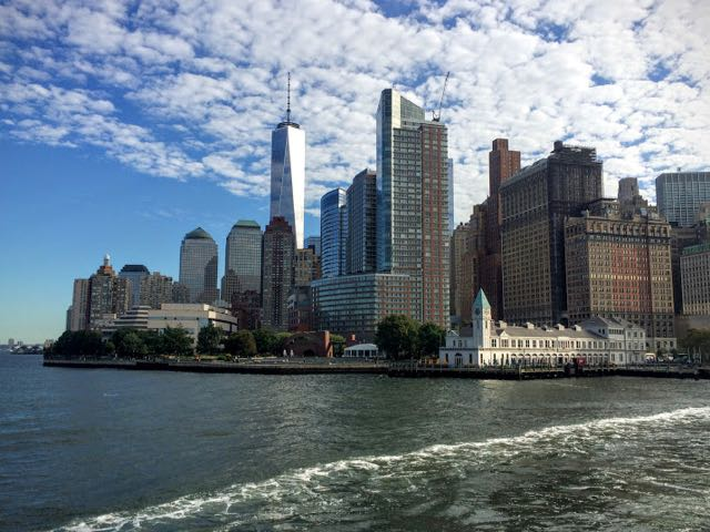 how-to-cisit-the-statue-of-liberty-view-from-ferry