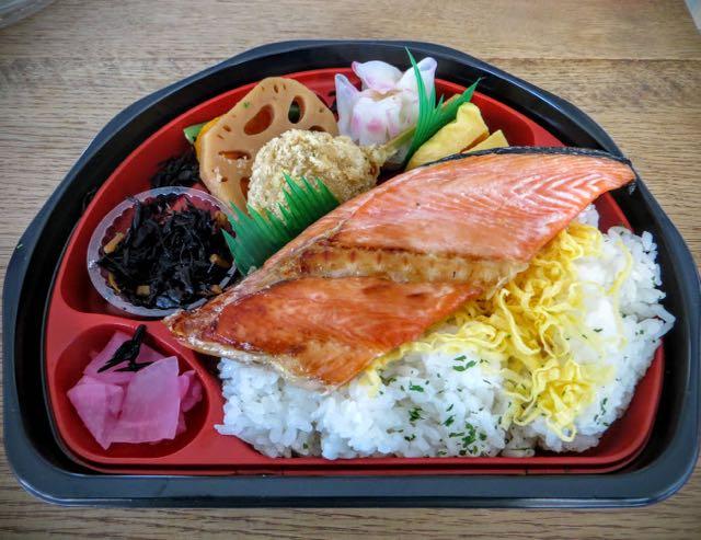 what-to-eat-in-japan-donburi-salmon
