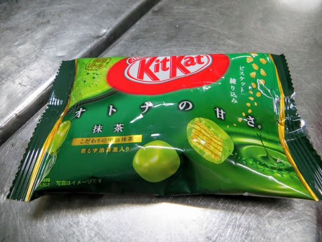 what to eat in japan green tea kit kat