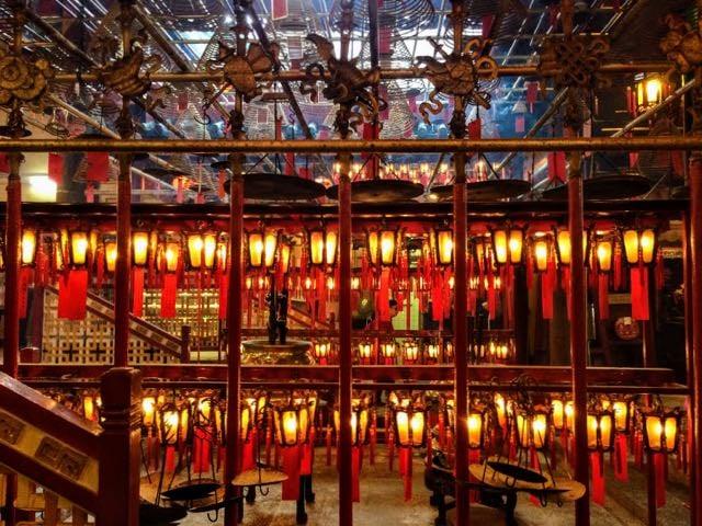3 days in Hong Kong Man Mo Temple inside