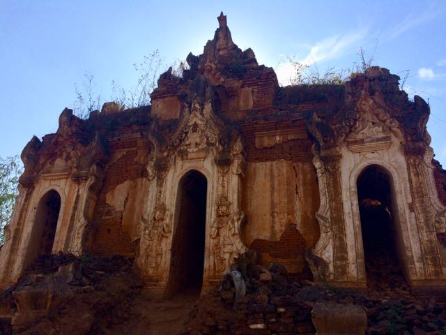 Inle Lake Tour Shwe Indein Pagoda ruined temple