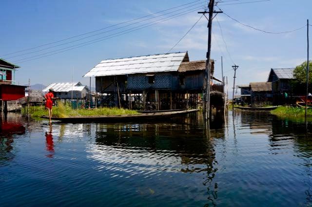 Inle Lake Tour canoe