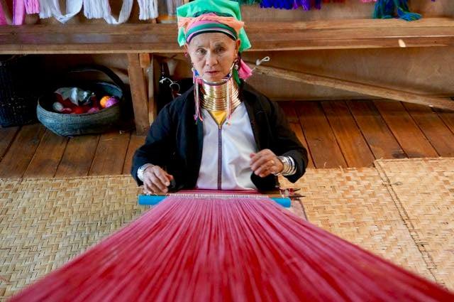 Inle Lake Tour long neck lady weaving