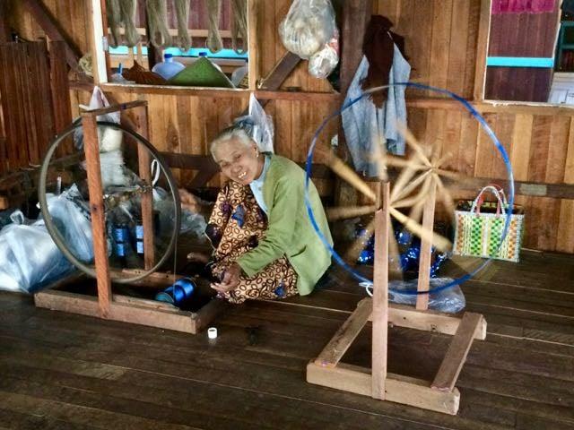 Inle Lake Tour lotus weaving