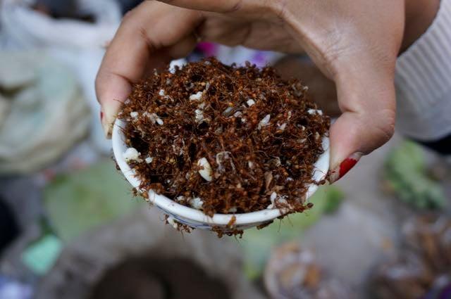 Inle lake tour market ants