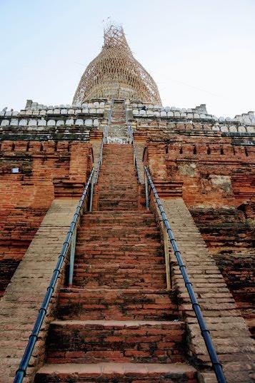 Best Pagodas in Bagan - Shwesandaw