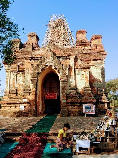 Best pagodas in Bagan - Gu Byauk Gyi Pagoda