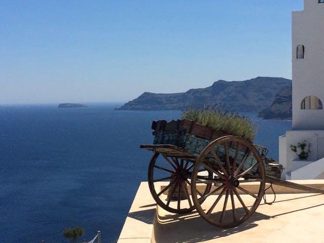 Is Santorini worth it cart