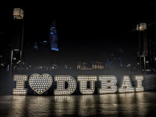 things to do in Dubai - dubai sign