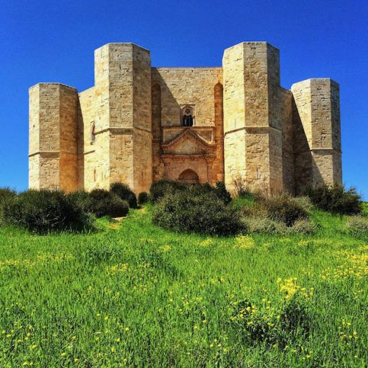 octagonal castel del monte with towers