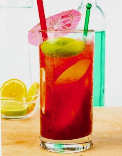 El Diablo dark red cocktail